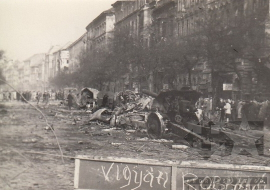 THM-BI-2017.4.12 - The 1956 Revolution and Freedom Fight in Ferenc Boulevard and in the area